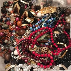 Just over 3 pounds of beads and craft jewelry
